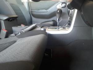 Nissan Navara 3.0dCi V6 double cab 4x4 LE - Image 9