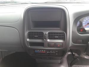 Nissan NP300 Hardbody 2.5TDi - Image 13