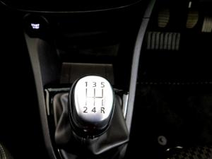 Renault Clio IV 900T Authentique 5-Door - Image 25