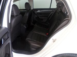 Volkswagen Golf VII 2.0 TDI Highline DSG - Image 15