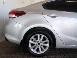 Kia Cerato 2.0 EX automatic - Image 2