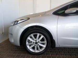 Kia Cerato 2.0 EX automatic - Image 9