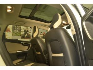 Volvo XC60 D5 R-Design - Image 7