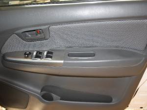 Toyota Hilux 3.0D-4D double cab Raider - Image 9
