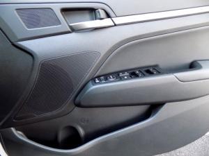 Hyundai Elantra 2.0 Elite automatic - Image 32