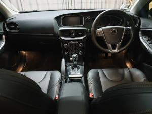 Volvo V40 Cross Country T4 Momentum auto - Image 6