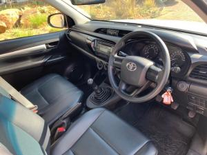 Toyota Hilux 2.0 (aircon) - Image 8