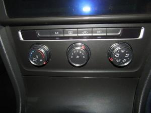 Volkswagen Golf 1.0TSI Comfortline - Image 12