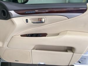 Lexus LS 460 - Image 10