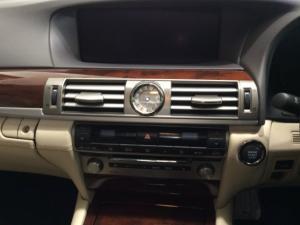Lexus LS 460 - Image 14
