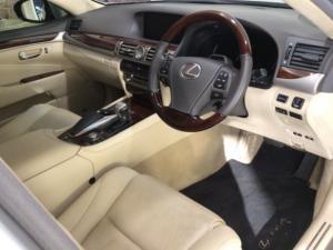 Lexus LS 460 - Image 16