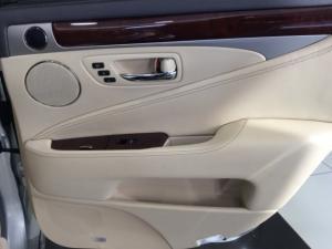 Lexus LS 460 - Image 18