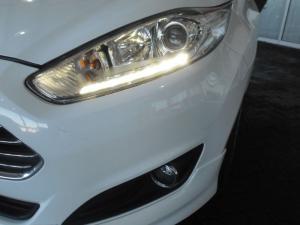 Ford Fiesta 5-door 1.0T Titanium - Image 14