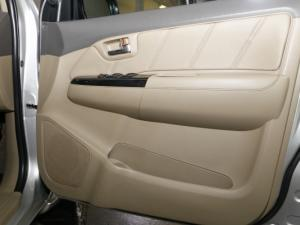 Toyota Fortuner 4.0 V6 RB automatic - Image 12