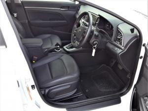 Hyundai Elantra 1.6 Executive automatic - Image 10
