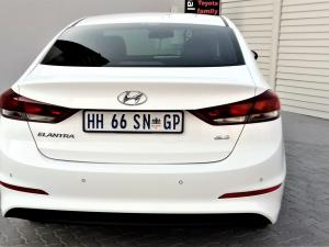 Hyundai Elantra 1.6 Executive automatic - Image 7
