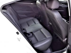 Hyundai Elantra 1.6 Executive automatic - Image 9