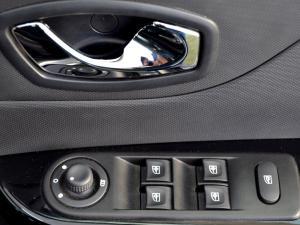 Renault Captur 1.2T Dynamique EDC 5-Door - Image 26