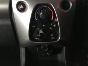 Toyota Aygo 1.0 - Image 13
