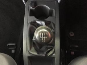 Volkswagen Polo Vivo sedan 1.6 Comfortline - Image 10