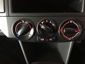 Volkswagen Polo Vivo sedan 1.6 Comfortline - Image 14