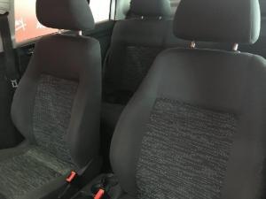 Volkswagen Polo Vivo sedan 1.6 Comfortline - Image 8