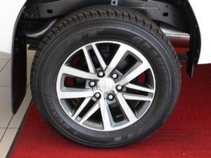Toyota Hilux 2.8GD-6 4x4 Raider auto - Image 7