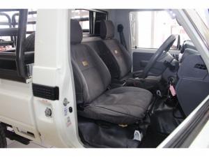 Toyota Land Cruiser 79 4.2DS/C - Image 8