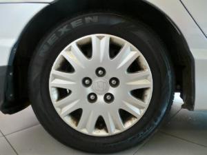 Honda Civic sedan 1.8 LXi automatic - Image 9