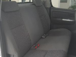 Toyota Hilux 3.0D-4D double cab 4x4 Raider - Image 9