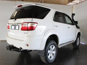 Toyota Fortuner 3.0D-4D 4x4 - Image 3