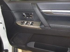 Mitsubishi Pajero 3.2 Di - Dc GLS automatic - Image 11
