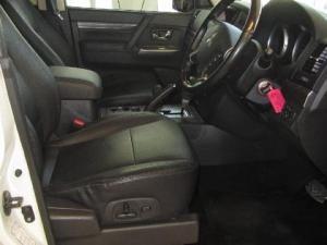 Mitsubishi Pajero 3.2 Di - Dc GLS automatic - Image 12