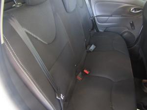 Renault Clio IV 900 T Expression 5-Door - Image 3