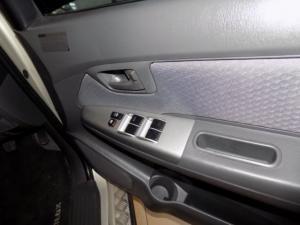 Toyota Hilux 2.5D-4D SRX 4X4D/C - Image 13