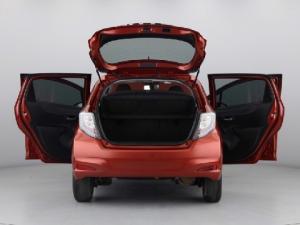 Toyota Yaris 5-door XS HSD - Image 12