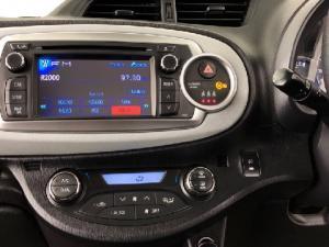 Toyota Yaris 5-door XS HSD - Image 14