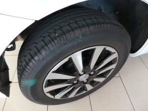 Toyota Etios hatch 1.5 Sport - Image 10