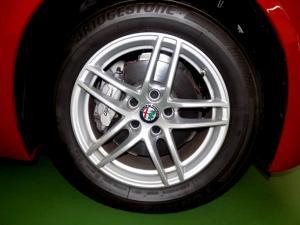 Alfa Romeo Giulia 2.0T - Image 14
