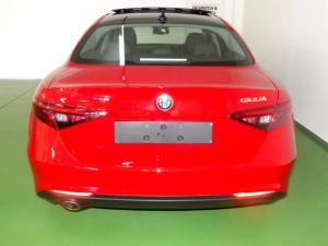 Alfa Romeo Giulia 2.0T - Image 4