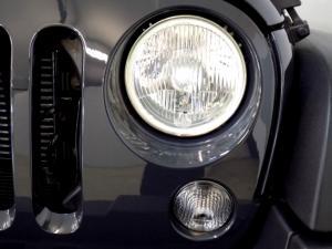 Jeep Wrangler Unltd Rubicon 3.6L V6 automatic - Image 17