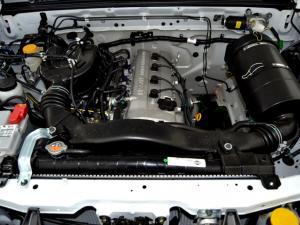 Nissan Hardbody NP300 2.4i HI-RIDERD/C - Image 9