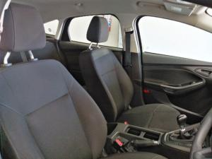 Ford Focus hatch 1.0T Ambiente - Image 6