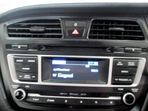 Hyundai i20 1.4 Motion automatic - Image 16