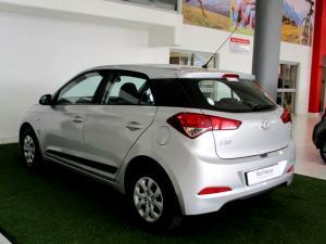 Hyundai i20 1.4 Motion automatic - Image 4