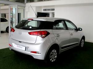 Hyundai i20 1.4 Motion automatic - Image 6
