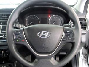 Hyundai i20 1.4 Motion automatic - Image 9