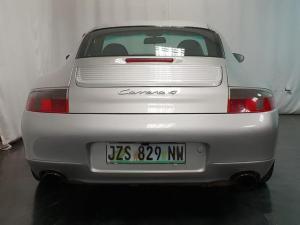 Porsche 911 Carrera 4 - Image 6