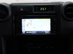 Toyota Land Cruiser 76 Land Cruiser 76 4.5D-4D LX V8 station wagon - Image 11