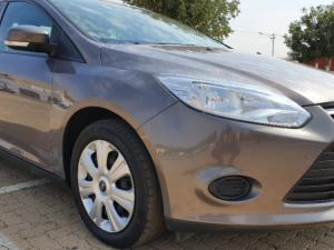 Ford Focus 1.6 Ti VCT Ambiente 5-Door - Image 2